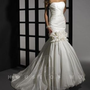White and Ivory Dere Kiang 2 piece Wedding Gown